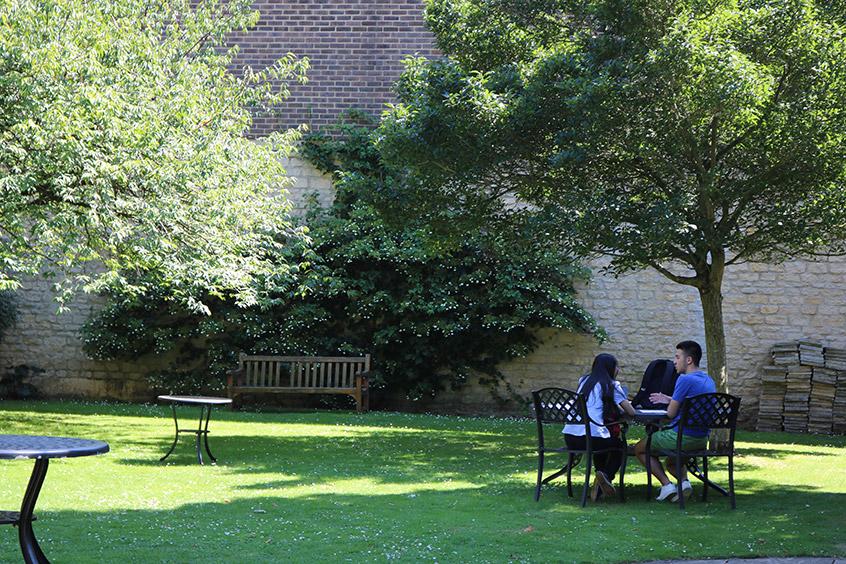 universidad-oxford-brasenose-college-jardin
